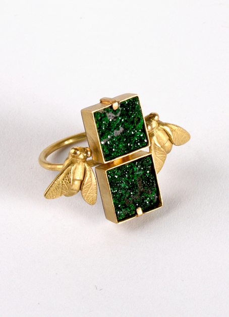Jewellery Exhibition: Zoe Arnold, Double fly ring. 18ct gold, silver, emerald druzys