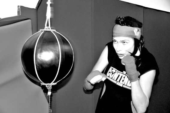 Kick Boxing Fashion: Sara wears t-shirt By The Contender , gloves by Venum, head belt by Stabile Team