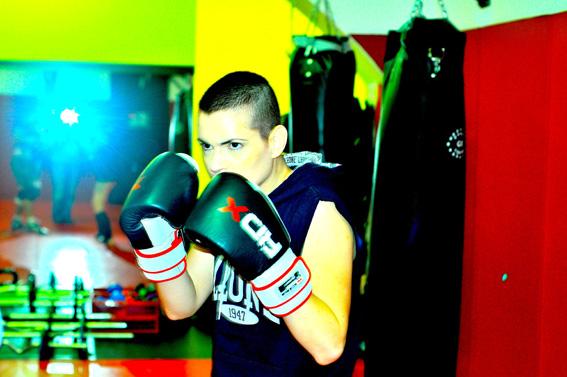 Kick Boxing Fashion: t-shirt by Lion, gloves by RDX