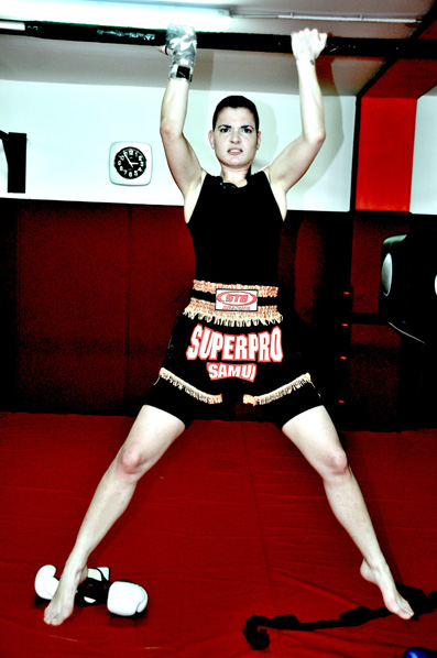 Kick Boxing Fashion: Emanuela wear t-shirt By Faith Connexion, boxing shorts By Superpro STB, white gloves by Venum