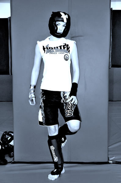 Kick Boxing Fashion: Emanuela wears kick-boxing head guard by, t-shirt by fighter Fight Team, black gloves By Dimensione Danza, mimetic gloves By Vandal, pants by Hayakusa Boxing, kick-boxing shoes by Hayakusa