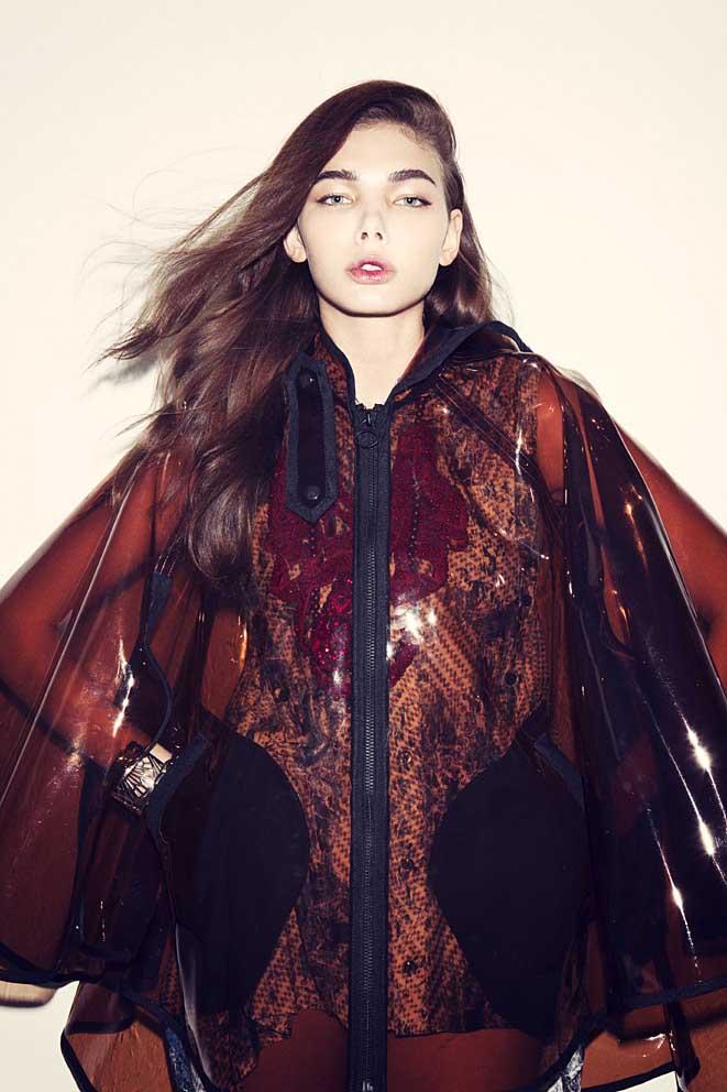 Japanese designers: Poncho BANAL CHIC BIZARRE, shirt SHIROMA, necklace SOMARTA