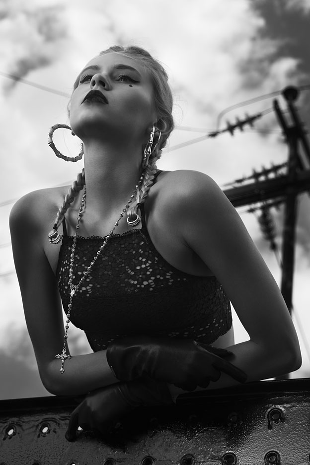 Chola style: Bustier by American Eagle, Gloves by Bimba y Lola
