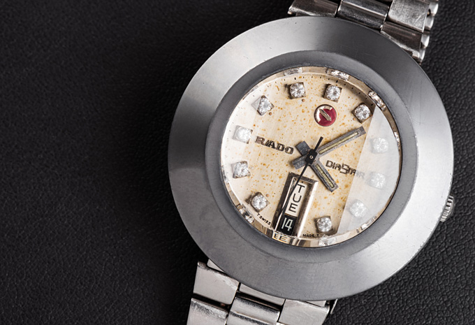 features of radio watches